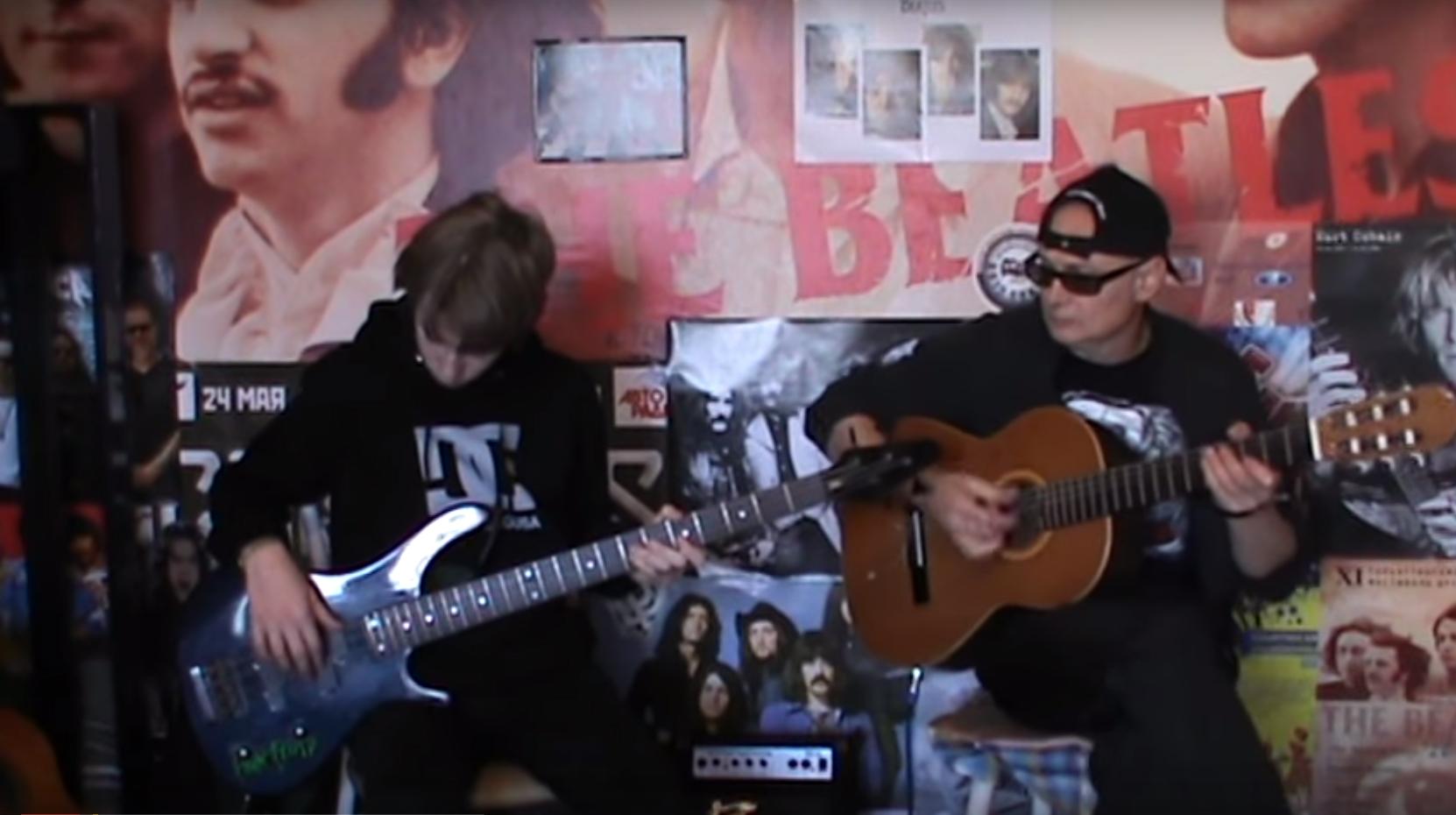 Ученик Коля Герасимов - работа с бас-гитарой